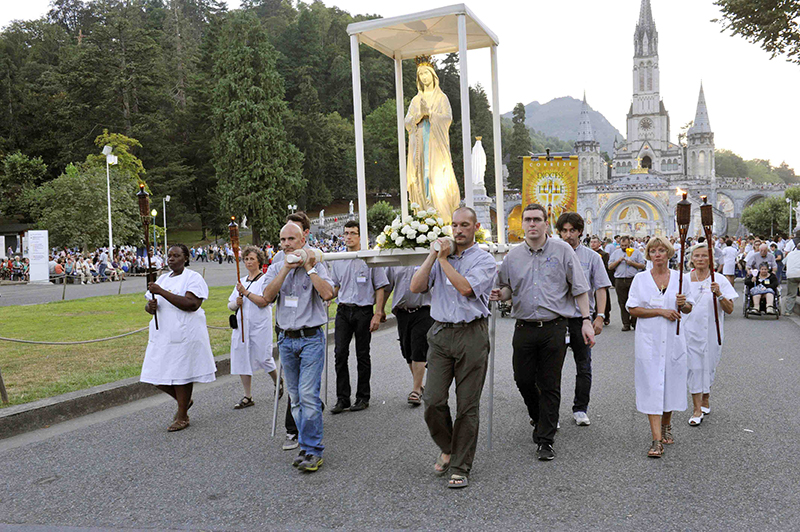 Virgin of procession in Lourdes 3