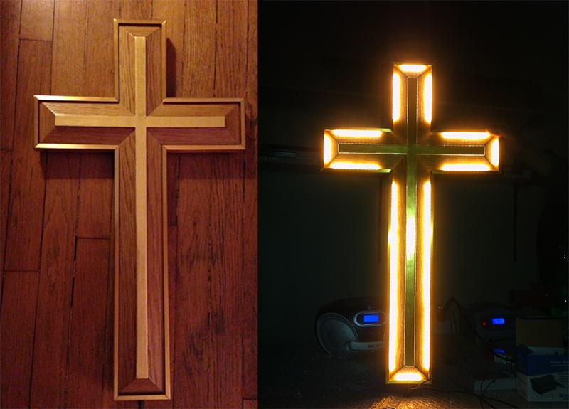 (Français) Croix lumineuse à Lourdes